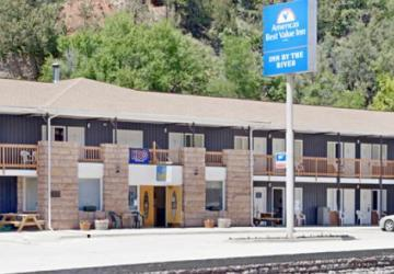 Americas Best Value Inn by the River & Cabins