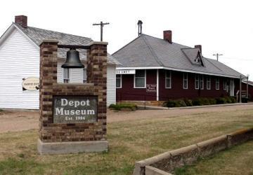 Depot Museum / Harvey Dunn School